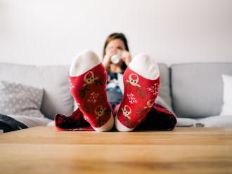 Jak ušetřit teplo v bytě, aniž byste mrzli